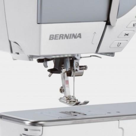 BERNINA 740 Halbautomatischer Einfaedler