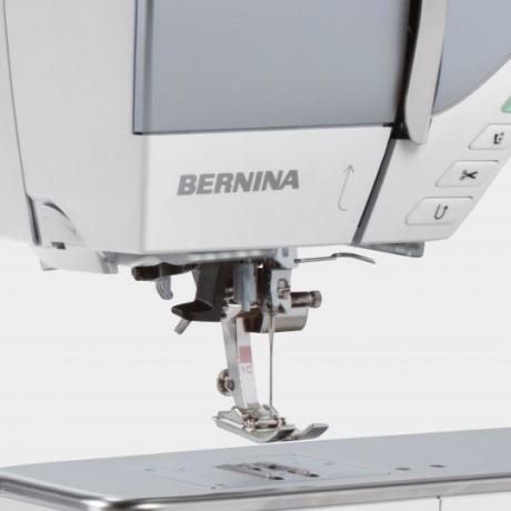 BERNINA 770 QE Halbautomatischer Einfaedler